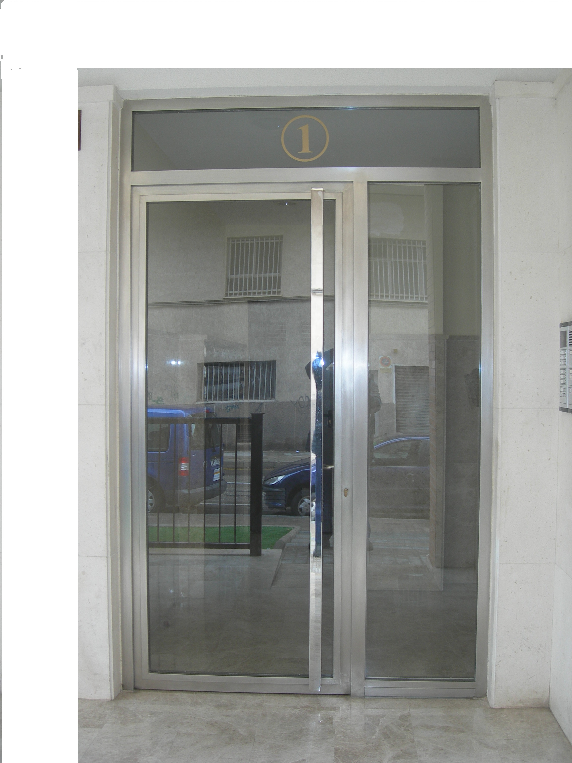 Puerta de aluminio Alcoy- Alicante